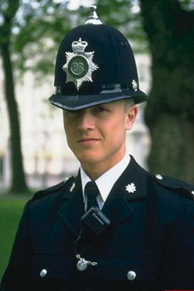 2542 Полицейский Шерлок Холмс